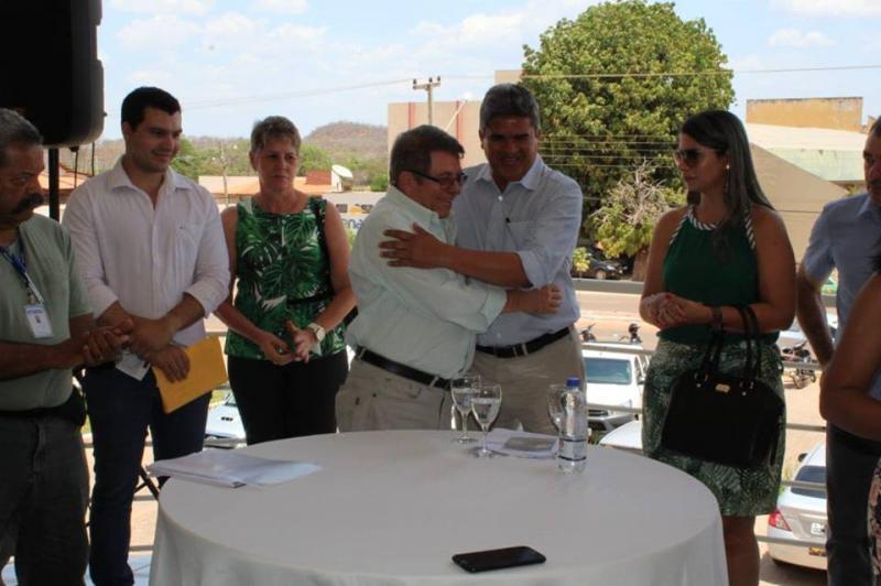 Prefeito Murilo assina convênio para revitalização do rio Corrente