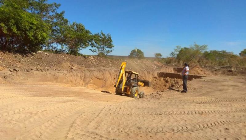 Prefeitura de Landri Sales realiza trabalho de extinção do lixão