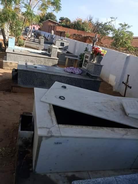 Jovem é preso acusado de violar túmulos e confessa que ouvia vozes