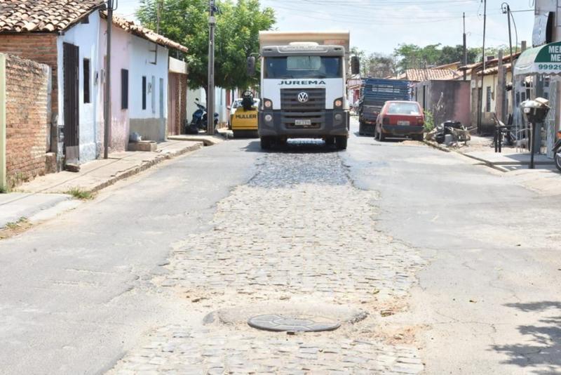 Ação de tapa-buracos atua na rua Sete de setembro