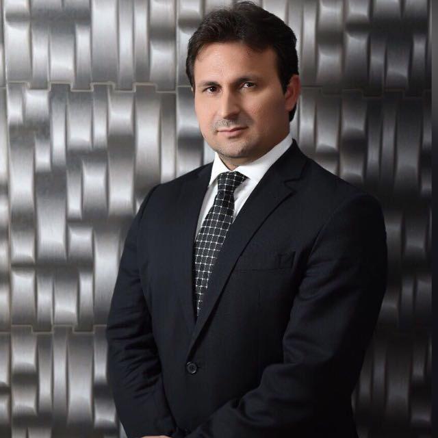 O advogado e professor Edson Sá concede entrevista ao portal R10