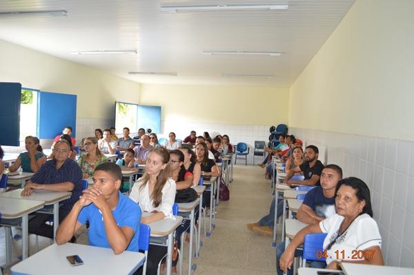Alunos do curso de administração na aula inaugural