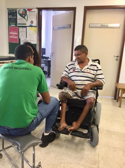 Secretaria de Saúde consegue mais uma cadeira de rodas motorizada
