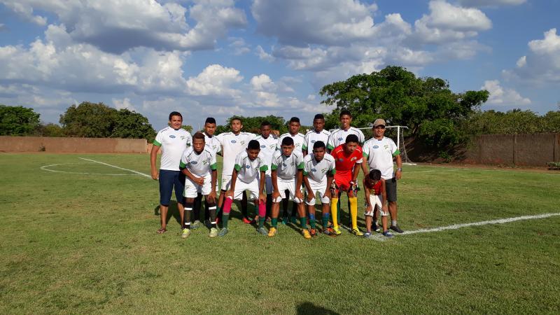 Escolinha de Futebol Atletas de Landri Sales realiza jogo para arrecadar recursos para viagem