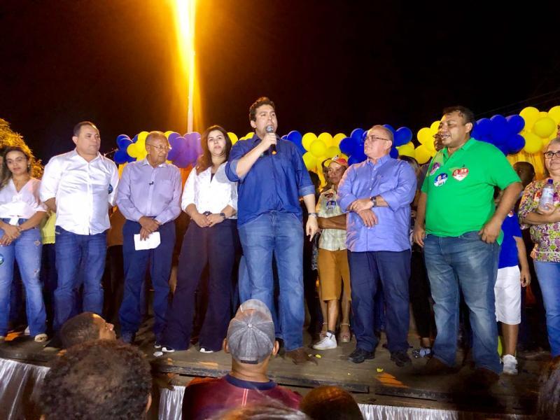 Candidatos se reúnem em comício no município de Novo Oriente