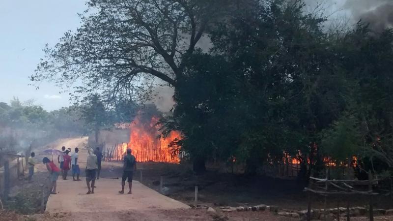 Incêndio atinge povoado e fogo destrói vegetação em município no Piauí