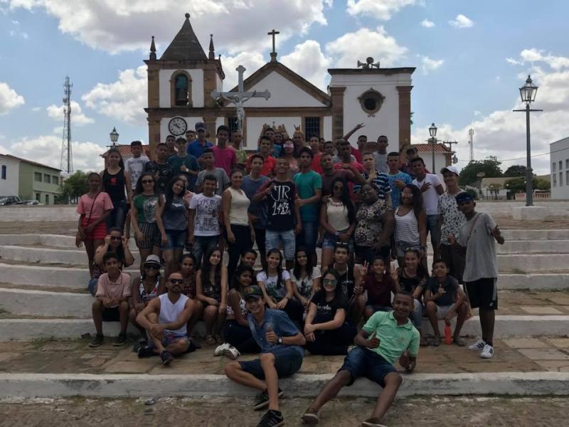 Secretaria  Municipal de Assistência Social realiza passeio com jovens