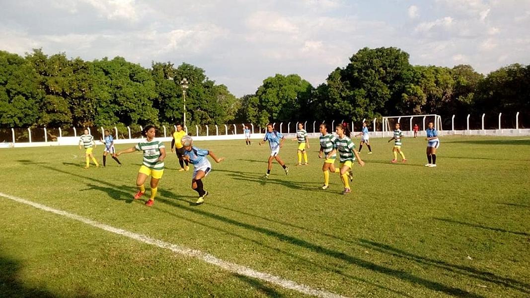 Povoado Malhada dos Bois é campeão do I torneio de futebol feminino