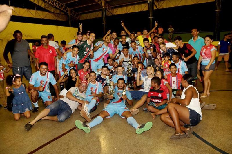 Equipe Alto Franco vence campeonato altoense de futsal