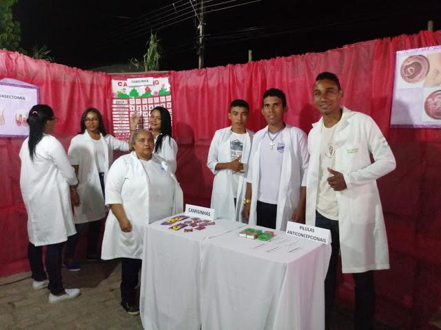 Escola João Pinheiro realiza III Feira de Conhecimento em Guadalupe