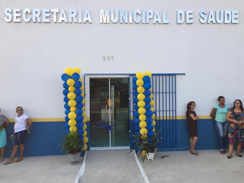 Secretaria de Saúde reinaugura sede e entrega veículos novos