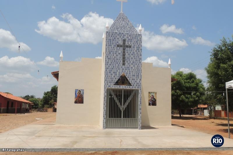 Conclusão da torre da capela N. Sra. Aparecida no bairro  Malhada de Areia