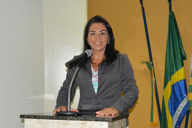 """Surama Martins """"Construção das 200 casas irá gerar emprego e renda"""""""