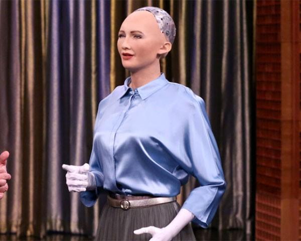 Robô que disse que vai acabar com a humanidade vem ao Brasil
