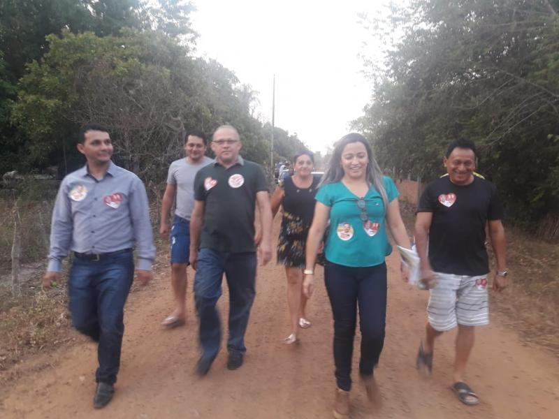 Prefeito e autoridades percorreram ruas em apoio ao governo do estado