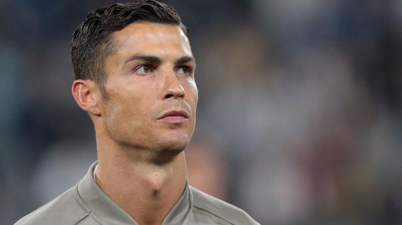 Revista publica fotos do acordo de Cristiano Ronaldo com americana