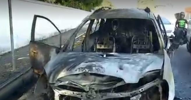 Carro com mãe e três crianças pega fogo em Teresina