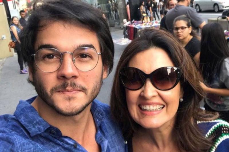Namorado de Fátima Bernardes citou Bonner em crítica ao 'Jornal Nacional'