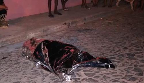 Jovem é executado a tiros em via pública no litoral do Piauí