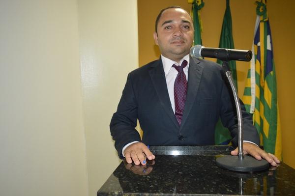 Vereador Tharlis Santos - PSD, destaca luta no combate a falta de água