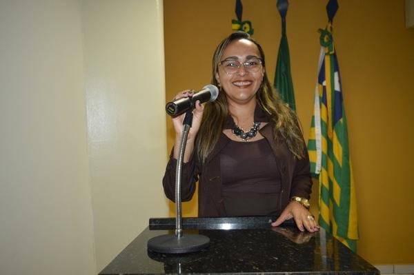 Vereadora Hélvia Almeida - PSD, destaca débitos junto ao INSS de 2009 /2011