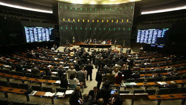 Câmara articula emenda para regulamentar acúmulo de salários