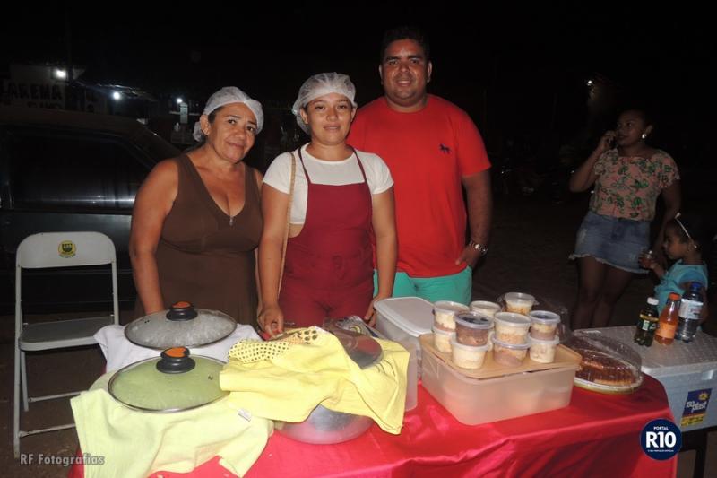 Visitantes degustam Comidas Típicas nos festejos de N. Sra. Aparecida
