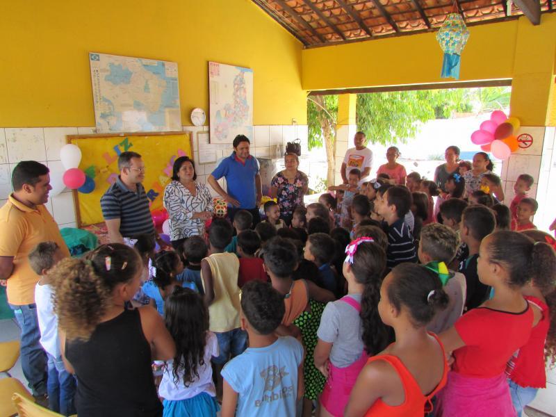 Prefeitura realiza festa nas escolas em comemoração ao dia das crianças