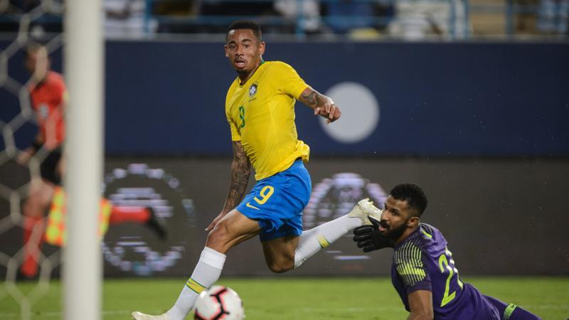 Gabriel Jesus desencanta e Brasil vence a Arábia