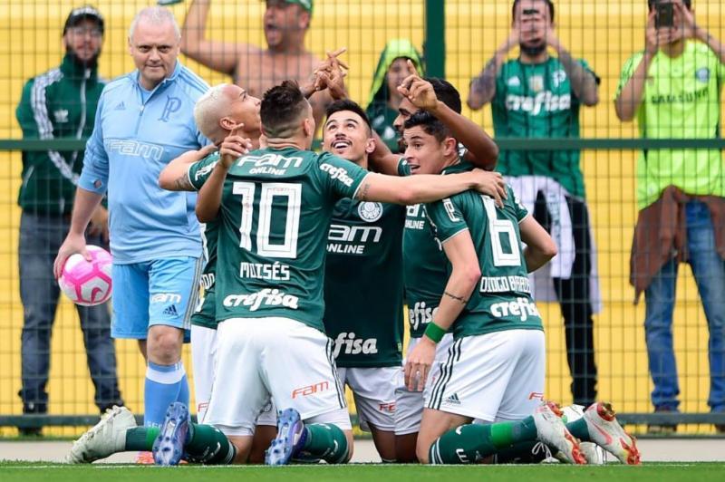 Palmeiras vence o Grêmio e segue na liderança do Brasileirão