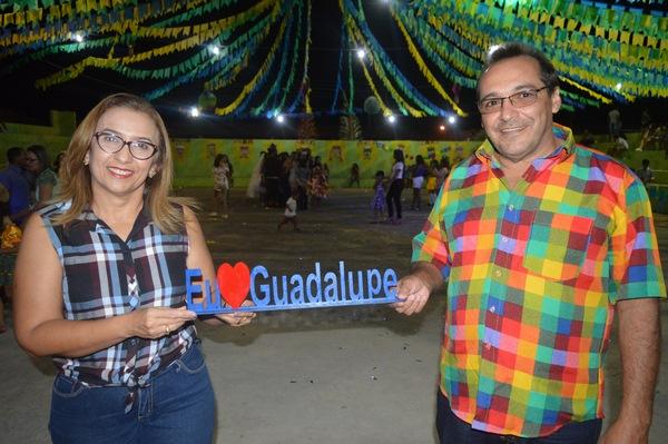Prefeita Neidinha Lima e Vice-Prefeito Edivan Miranda homenageiam Professor