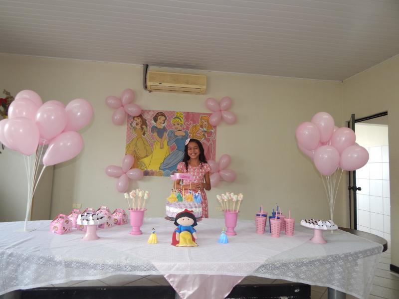 Vitória reúne amiguinhos para comemorar seu aniversario