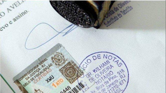 Sancionada lei que dispensa reconhecimento de firma e autenticação