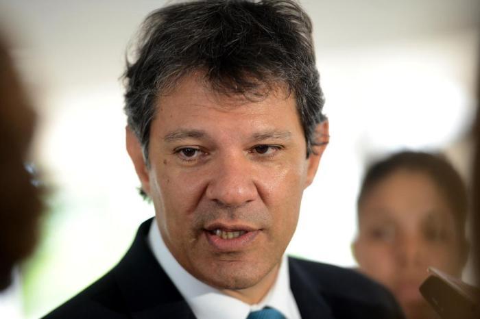 Sem Lula em campanha, Haddad mostra governo 'mais amplo'