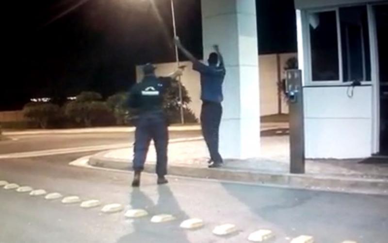 Porteiro é morto a tiros por causa de bola de papel jogada no chão