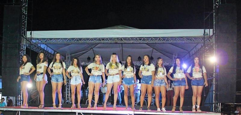 Desfile da Rainha do Bode é realizado na XI Expofeira em Joaquim Pires