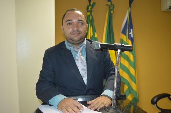 Vereador Tharlis Santos - PSD, Pede construção de calçamento