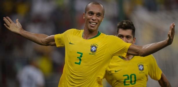 Miranda faz gol nos acréscimos e Brasil vence e Argentina