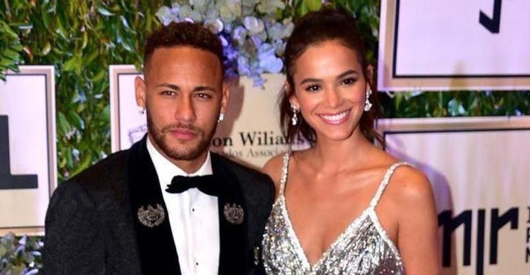 Bruna Marquezine afasta rumor de separação de Neymar