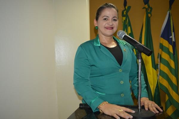 Vereadora Luciana Martins - PCdoB, Parabeniza Crianças e Professores