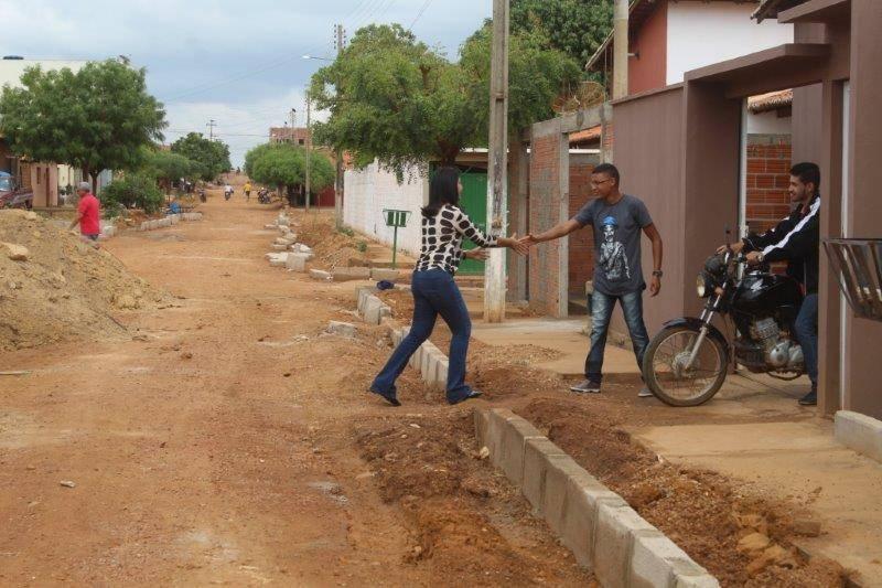 Prefeita Ceiça Dias acompanha execução de obras de mobilidade urbana