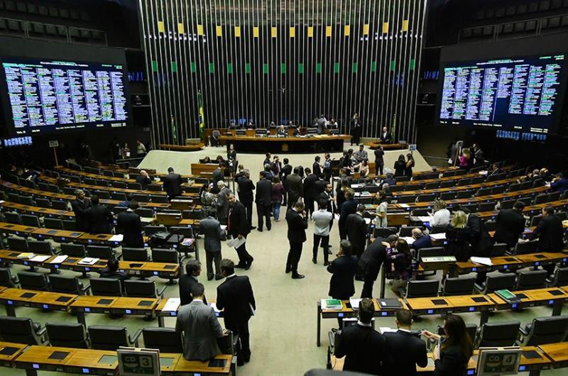 Congresso derruba veto ao aumento do piso salarial de agentes de saúde