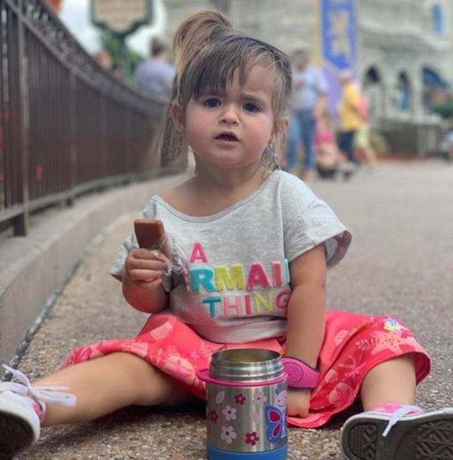 Criança cearense pede cuscuz em restaurante na Disney e viraliza na web