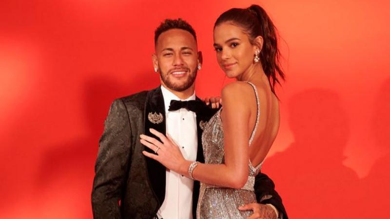 Bruna Marquezine confirma término de namoro com Neymar