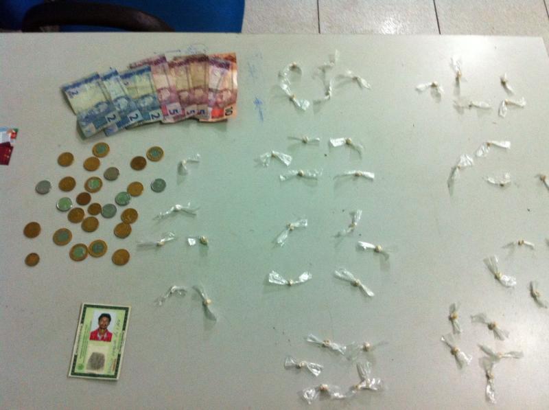 Dupla é presa com droga dentro de residência em Teresina