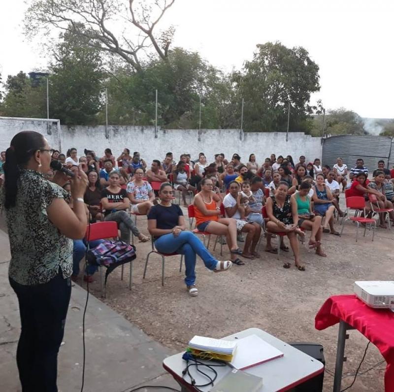 Pais participam de encontro para saber sobre aprendizado dos filhos