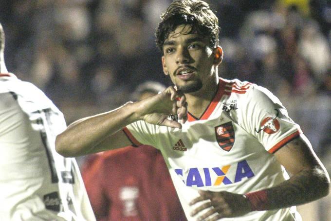 Flamengo goleia Paraná e segue na disputa pelo Brasileirão