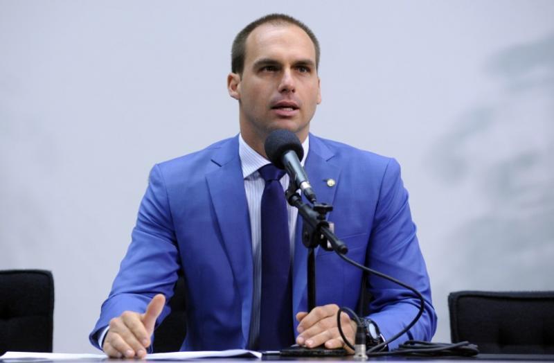 Ministros reagem à fala de filho de Bolsonaro sobre fechar o STF
