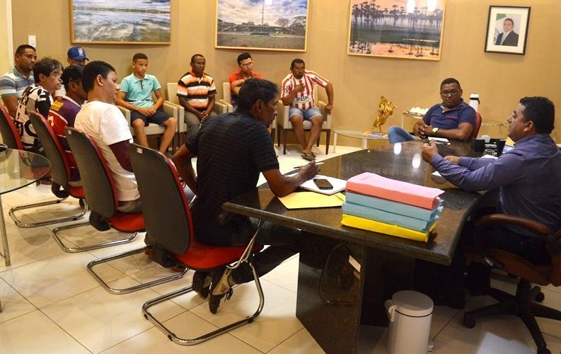 Prefeito Ribinha se reúne com representantes de escolinhas de futebol