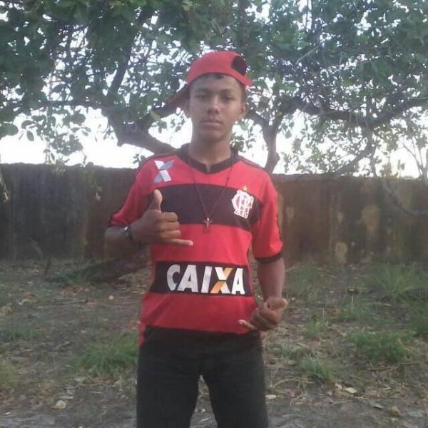 Jovem de 17 anos morre após colisão frontal entre motos no Piauí